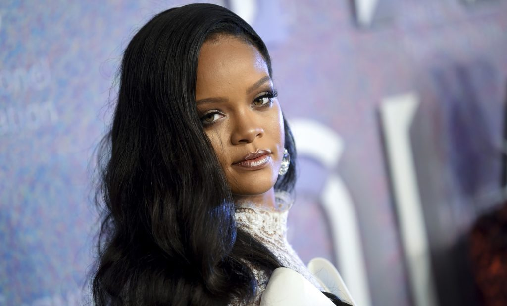 Rihanna Passes on Super Bowl Halftime Show in Support of Kaepernick