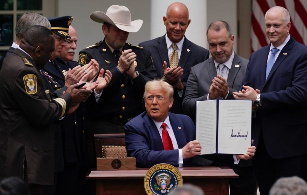 Trump Signs Order on Police Reform Without Commenting on Racism
