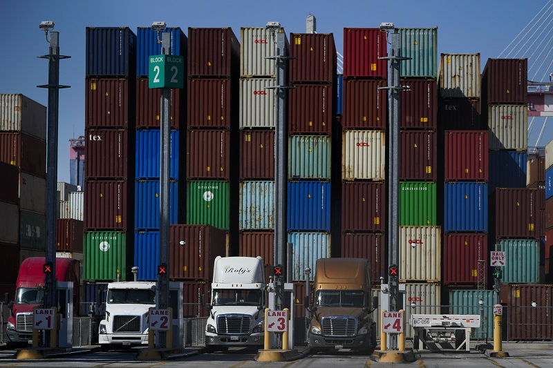 Biden Admin, Private Sector Work to Ease Global Supply Chain Issues